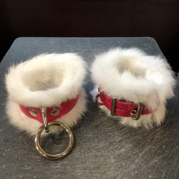 ankle-cuffs-fur-02